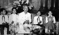 Ho Chi Minh und Briefe zum Aufruf zum Frieden für Vietnam in Italienisch