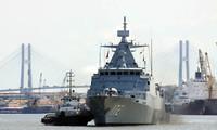 Kapal Angkatan  laut Malaysia berkunjung di kota Ho Chi Minh