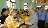 Sekjen KS PKV, Nguyen Phu Trong melakukan kunjungan kerja di provinsi Hung Yen