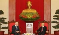 Sekjen KS PKV, Nguyen Phu Trong menerima Ketua Harian Senat AS, Patrick Leahy