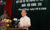 Ketua MN Vietnam, Nguyen Sinh Hung melakukan kontak dengan para pemilih