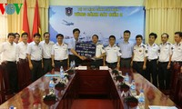 Perbendaharaan Negara Vietnam : menyampaikan uang sebesar VND 3 miliar kepada pasukan-pasukan yang bertugas di laut