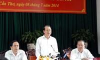 Deputi PM Pemerintah Vu Van Ninh melakukan temu kerja dengan pimpinan kota Can Tho