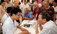 Acara pemberangkatan pasukan Perjalanan demi kesehatan kaum lansia