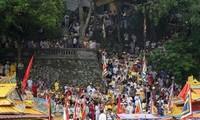 Banyak wisatawan menghadiri festival tradisional di Istana Hon Chen