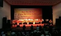 """Pesta kesenian """"Musim gugur Hanoi- bergemalah kebanggaan untuk selama-lamanya""""."""