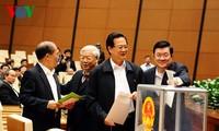 Media massa internasional memperhatikan pemungutan suara kepercayaan di Vietnam