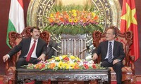 Ketua MN Vietnam, Nguyen Sinh Hung melakukan pertemuan dengan Presiden Republik Hungaria
