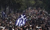 "Pawai untuk mendukung haluan menghapuskan kebijakan ""memperketat ikat pinggang"" dari Pemerintah Yunani"