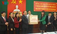 Deputi PM Vietnam, Nguyen Xuan Phuc mengunjungi dan mengucapkan selamat Hari Raya Tet di provinsi Quang Ngai dan Quang Nam