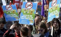 Rakyat Eropa memprotes Perjanjian TTIP