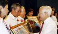 Kota Ho Chi Minh memberikan gelar dan gelar anumerta  Ibu Vietnam heroik kepada kira-kira 320 orang
