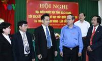 Ketua Pengurus Besar Front Tanah Air Vietnam, Nguyen Thien Nhan melakukan kontak dengan para pemilih provinsi Bac Giang