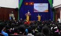 Meresmikan Pusat Penelitian Thailand