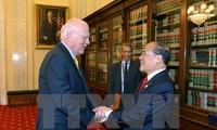 Ketua MN Vietnam, Nguyen Sinh Hung melakukan pertemuan dengan Ketua Harian Kehormatan Senat AS, Patrick Leahy dan Menlu AS, John Kerry