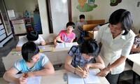 Dunia membantu provinsi Quang Ngai membina pola pendidikan untuk anak-anak penyandang cacad