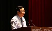 Wakil Ketua MN Vietnam, Huynh Ngoc Son melakukan kontak dengan para pemilih kota Da Nang