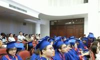 Banyak mahasiswa yang unggul diberikan hadiah Bunga Kastuba