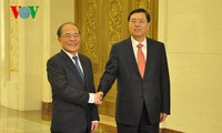 Ketua MN Vietnam, Nguyen Sinh Hung melakukan pembicaraan dengan Ketua Komite Tetap Kongres Rakyat Nasional Tiongkok, Zhang Dejiang