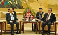 Ketua MN Vietnam, Nguyen Sinh Hung melakukan kunjungan kehormatan kepada Ketua Konferensi Permusyawaratan Politik Rakyat Nasional Tiongkok, Yu Zhengsheng