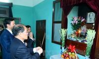 Ketua MN Vietnam, Nguyen Sinh Hung menyampaikan ucapan selamat Hari Raya Tet kepada para mantan pemimpin Partai dan Negara Vietnam