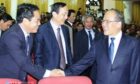 Ketua MN Vietnam, Nguyen Sinh Hung melakukan kontak dengan para pemilih provinsi Ha Tinh