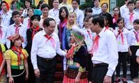 Presiden Vietnam, Tran Dai Quang menemui  anak-anak yang menjumpai  kesukaran  berat