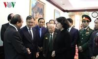 Delegasi tingkat tinggi Partai dan Negara Vietnam berziarah kepada mantan Ketua Parlemen Laos, Saman Viyaket