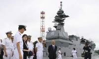 Menhan Jepang melakukan survei di pangkalan Pasukan Bela Diri di Laut
