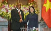 Wapres Vietnam, Dang Thi Ngoc Thinh mengadakan pembicaraan dengan Wapres Republik Afrika Selatan, Cyril Ramaphosa