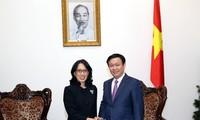 Deputi PM Vuong Dinh Hue menerima pemimpin Central Group (Thailand)