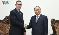 PM Nguyen Xuan Phuc menerima Rektor Universitas Waikato, Selandia Baru, Neil Clayton Quigley