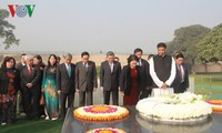 Ketua MN Vietnam, Nguyen Thi Kim Ngan meletakkan karangan bunga di Tugu Monumen Mahatma Gandhi Rajghat