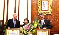 Vietnam menyampaikan Bintang Jasa Kerja kelas tiga kepada Ketua kehormatan dan Ketua infungsi Perkampungan Anak-Anak SOS