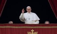 Paus Fransiskus mengirim pesan perdamaian sehubungan dengan  Hari Natal 2016