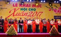 Lebih dari 200 gerai ikut serta dalam Pekan raya musim semi Da Nang 2017
