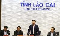 Deputi PM Vuong Dinh Hue melakukan temu kerja di provinsi Lao Cai
