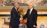 Sekjen KS PKV, Nguyen Phu Trong menerima beberapa badan usaha Tiongkok yang melakukan investasi dan bisnis di Vietnam