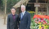 Dubes AS untuk Vietnam, Ted Osius mengunjungi situs peninggalan sejarah revolusi Tan Trao