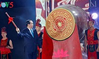 Presiden Vietnam, Tran Dai Quang memukul genderang untuk membuka musim wisata Cua Lo tahun 2017