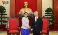 Sekjen KS PKV, Nguyen Phu Trong menerima Ketua Parlemen Laos, Pany Yathotou