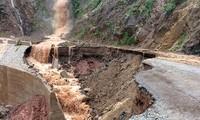 Menghadapi hujan, banjir dan tanah longsor di beberapa provinsi di daerah pegunungan di Vietnam Utara