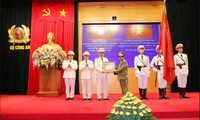 Pertemuan sehubungan dengan peringatan ultah ke-72 Pasukan Keamanan Publik Vietnam