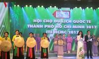 Malam Vietnam yang kental dengan identitas pariwisata Vietnam