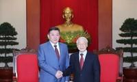 Sekjen KS PKV, Nguyen Phu Trong menerima Ketua Parlemen Mongolia