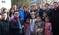 Ketua MN Vietnam, Ibu Nguyen Thi Kim Ngan bertemu dengan para staf Kedutaan Besar Vietnam di Belanda