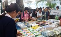 Memperkenalkan 50.000 judul buku dalam rangka Hari Buku Vietnam kali ke-5