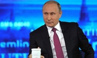Presiden Rusia, Vladimir Putin melakukan dialog online dengan warga pada 7/6 ini