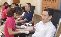 Kantor Pemerintah Viet Nam mengadakan acara menyumbangkan donor darah sukarela