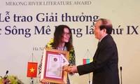 Sebanyak 12 karya terbaik mendapat Penghargaan Sastra Sungai Mekong kali ke-9
